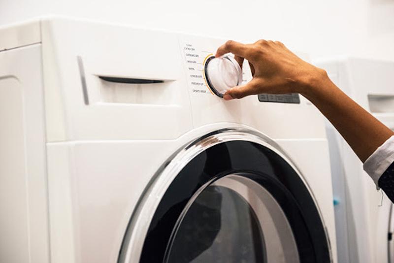 Machine Versus Dry Cleaning Your Comforter